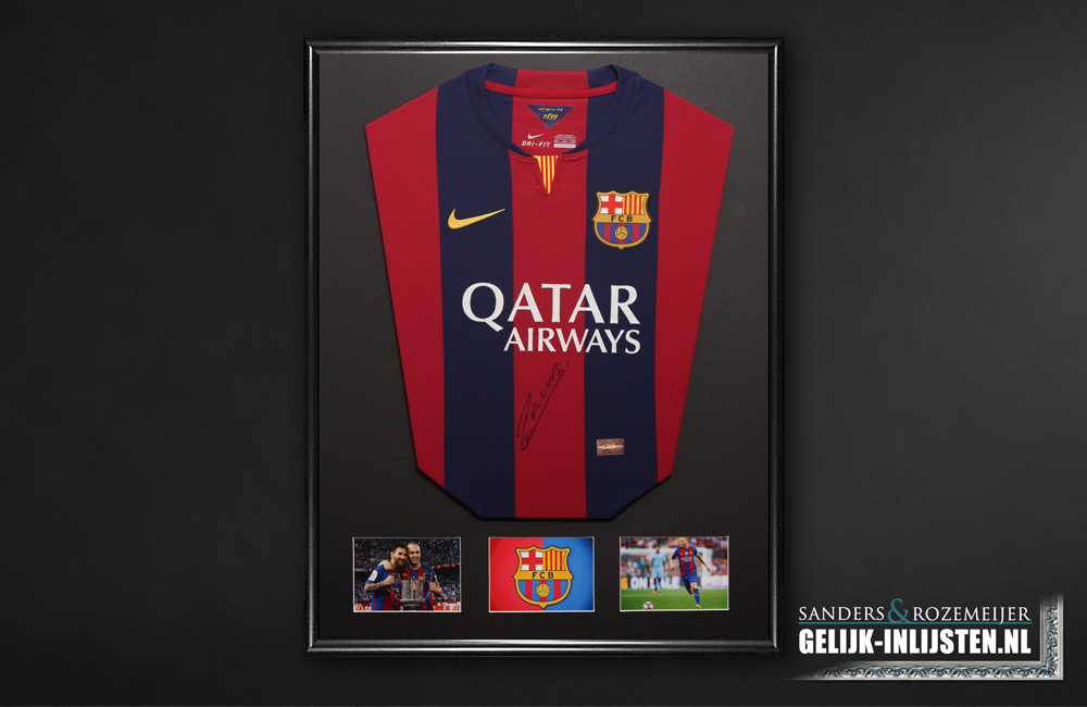 Dit is een van de mooiste manieren van het inlijsten van een voetbalshirt. Dit word eigenlijk alleen in onze winkel gemaakt.